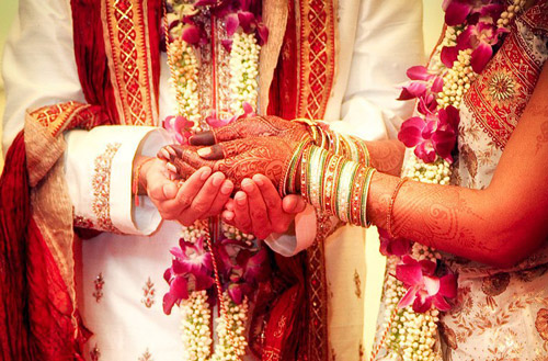 2. A town in UP welcomes the groom