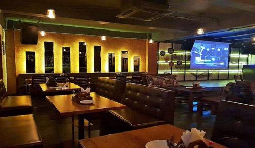 2. Atom lounge and bar