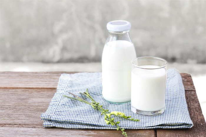 2. Milk Just like cheese, milk too is rich in calcium and other nutrients. Milk too lowers the acid levels in the mouth which aides in fighting tooth decay.