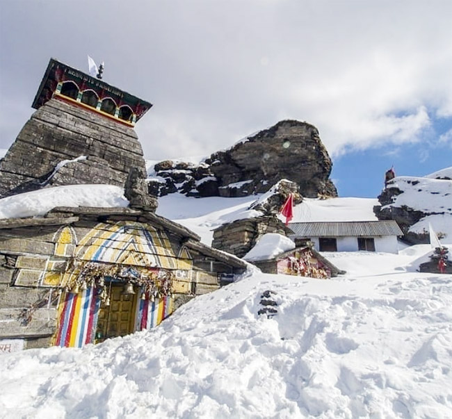 Tungnath is the best scenic place you must not skip while in Chopta It is the highest Shiva temple in the world. Tungnath is situated at an altitude of 3680 meters. Tungnath is also one of the famous five Panch Kedar shrines of Uttarakhand. One can trek to reach here, but it is one of the easiest treks recommended for beginners.