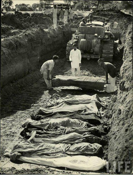 Ground being excavated to accommodate the dead bodies of those who lost their lives in the partition battle.
