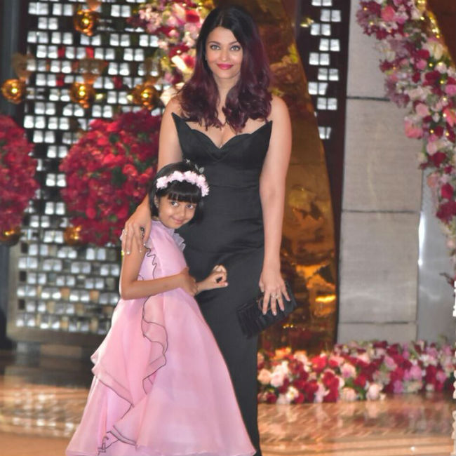 Aishwarya opted for a black gown while Aaradhya looked cute as a buttion in pink.