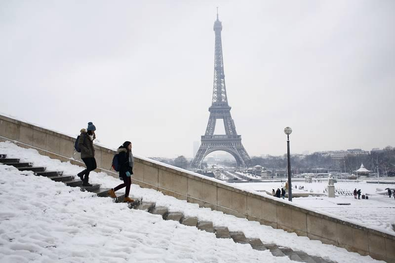"The level of snow that has fallen since Tuesday is ""unprecedented since 1987"", with 12cm falling in one 24-hour period"