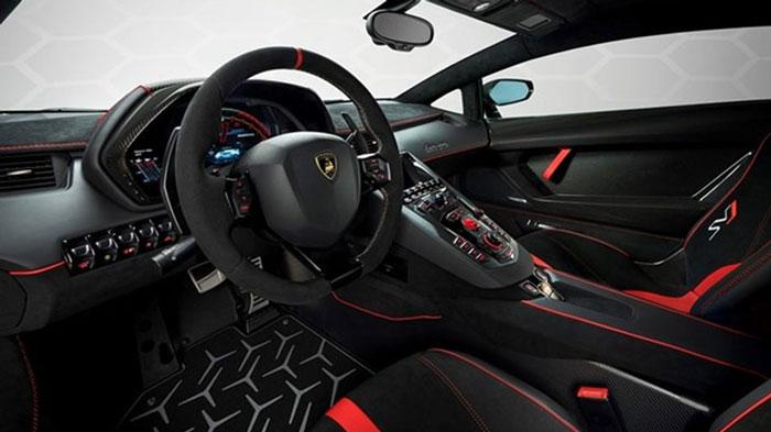 Lamborghini SVJ Studio Green interior.
