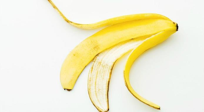 3. Soothe the skin surface by using the inside part of a banana peel.