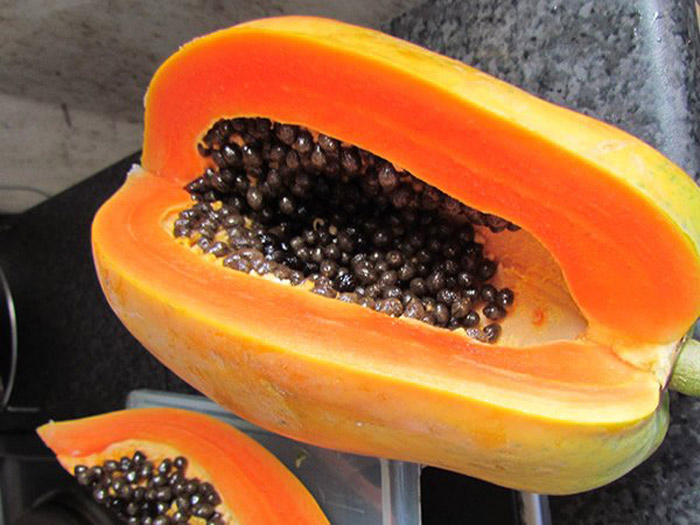 3. Low in calories and high on fiber, papaya helps in improving bowel movement and reducing weight.