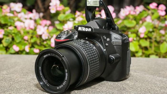 3. Nikon D3400 : 33,400 Rupees