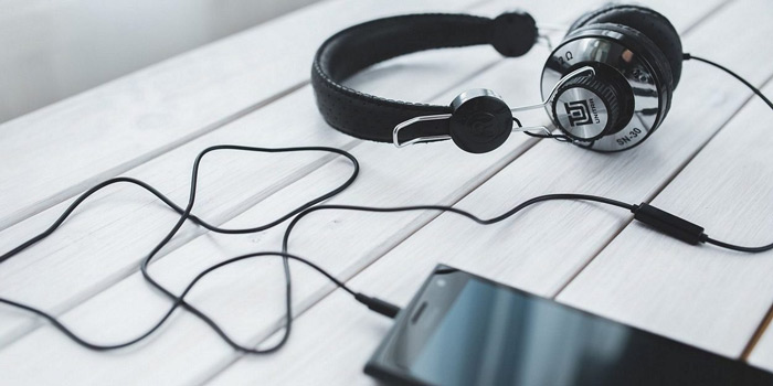 3. Unplug your earphones after use.