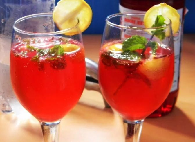3. Rooh Afza Mojito  This virgin mocktail can be served as a refreshment drink at any party. All you need is mint, Roof afza syrup, lemons and you are good to go.