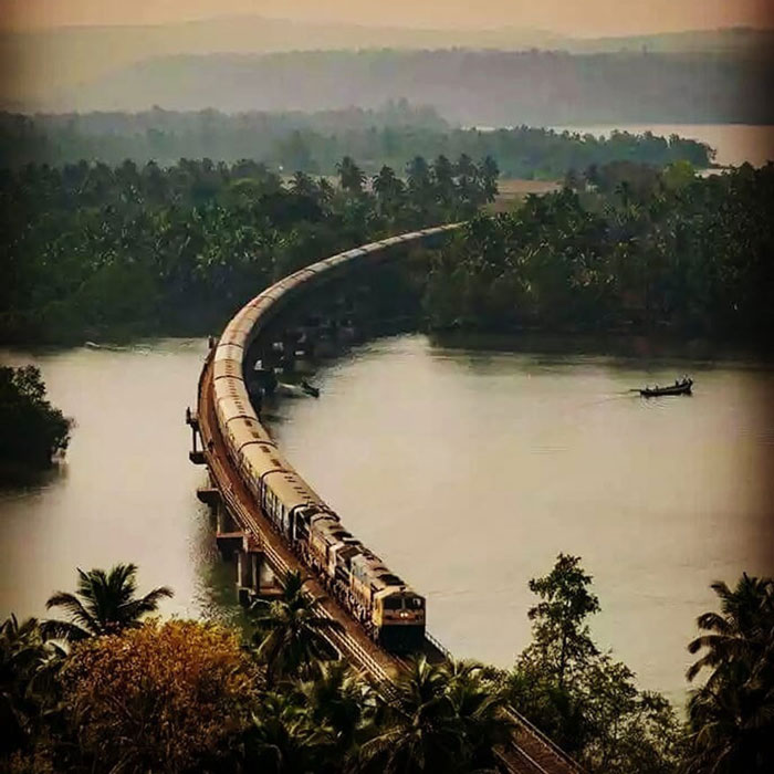 Ratnagiri-Madgaon-Honnavar-Mangalore, Konkan Railway - Ideal for nature lovers, the Konkan Railway that runs from Ratnagiri to Mangalore via Madgaon, Honnavar and Mangalore not only braces you with sights of the vast Arabian Sea, dancing waterfalls, but also the mighty and pristine Sahyadri Mountains. The train covers a distance of 741km and takes you through 3 states namely Maharashtra, Goa and Karnataka.