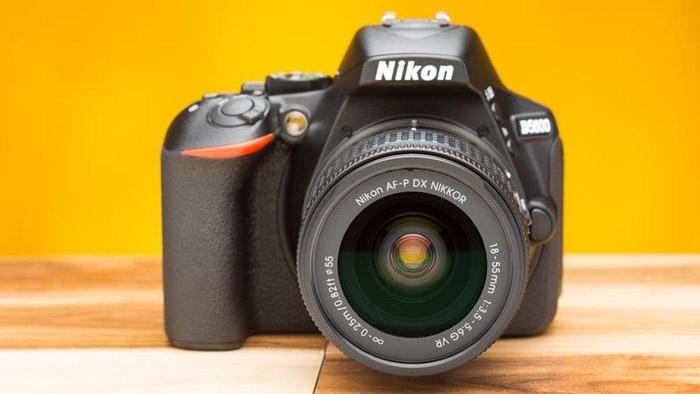 4. Nikon D5600 : 60,499 Rupees