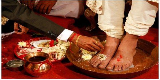 4. At a Gujarati wedding, the groom