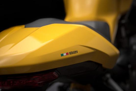 Monster 821 में पहले की तरह तीन राइडिंग मोड- अर्बन, टूअरिंग और स्पोर्ट दिया गया है.