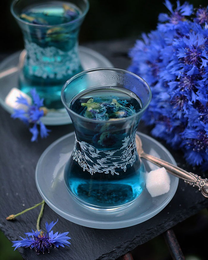 Blue Tea is known for its anti-ageing properties which are due to high concentration of antioxidants present in its leaves. Not to mention the stress relieving properties that make you shine from within.
