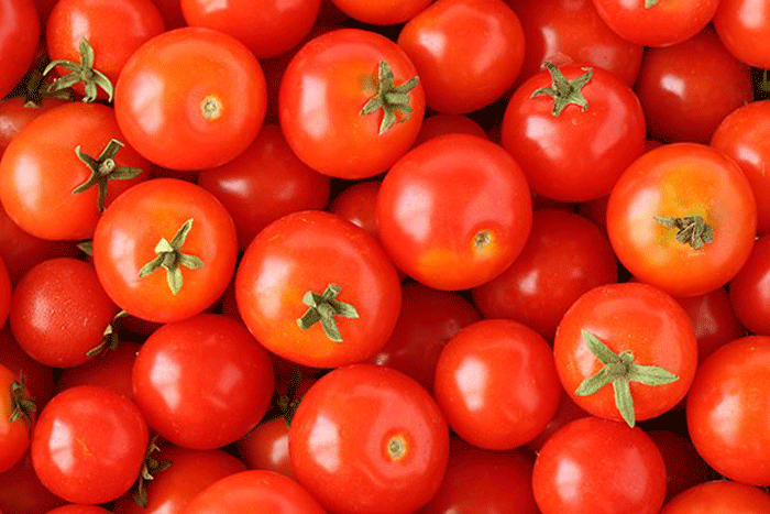 5. Tomatoes produce tannic acid and eating it on an empty stomach can lead to gastric ulcers.