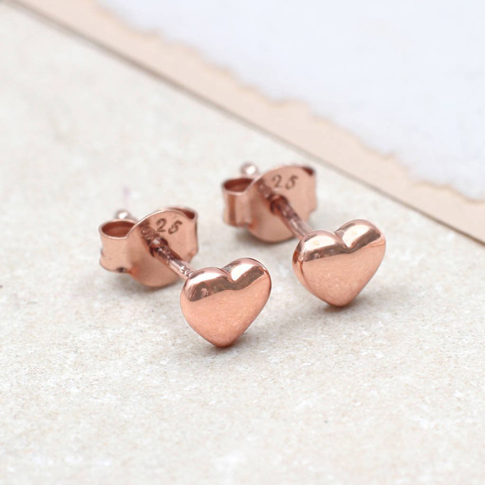 5. Wear simple studs to look sohphiscated and stylish.