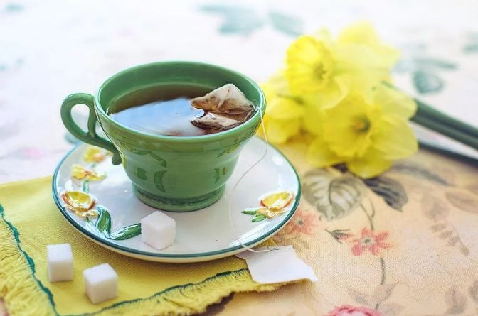 5. Replace your normal cup of tea with green tea or oolong tea.  Green tea and oolong tea can increase metabolism by 4–5%.
