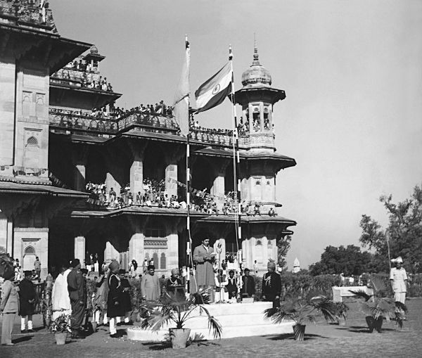 August 15, 1947: Maharaja Jiwaji Rao Scindia, descendant of the Scindia dynasty, addresses a gathering on India