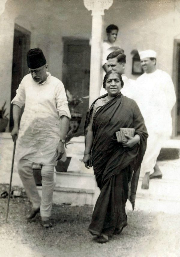 Sometime in the 40s, veteran Congress leaders Sarojini Naidu and Maualana Azad come out from a party session in Bombay