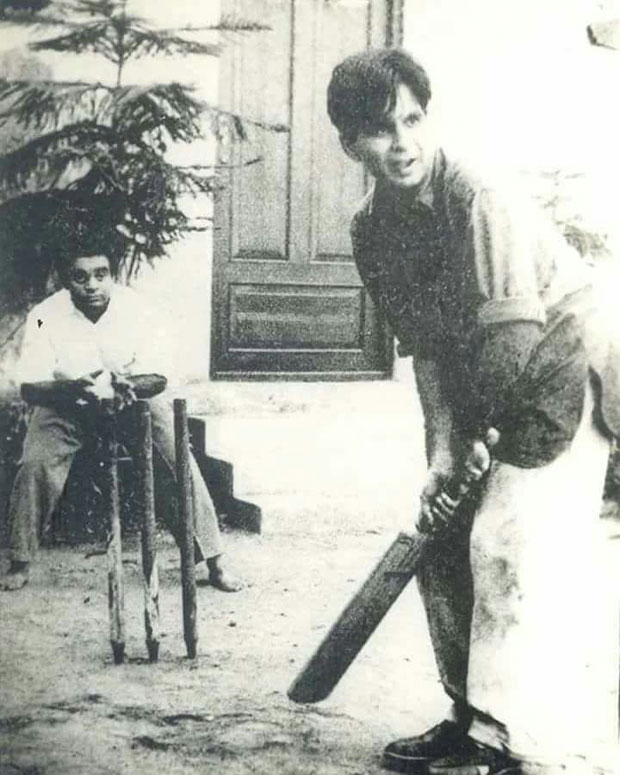 Dilip Kumar and Mukri playing cricket