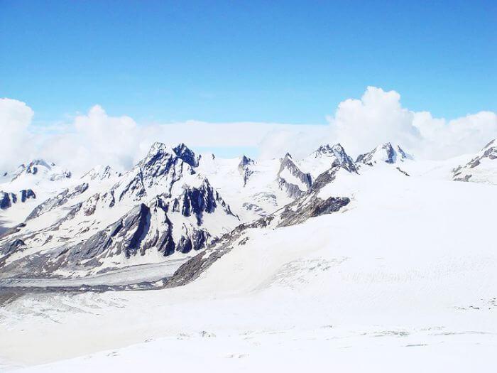 Khatling Glacier – The snowy delight for trekkers & photographers