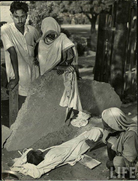 This couple lost their little bundle of joy as a result of the infamous partition of 1947. Many people, especially those living in the border regions of India and Pakistan had to pay a heavy price