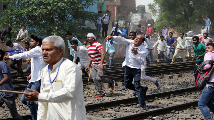 Protestors throw stones during Bharat Bandh in Ghaziabad.