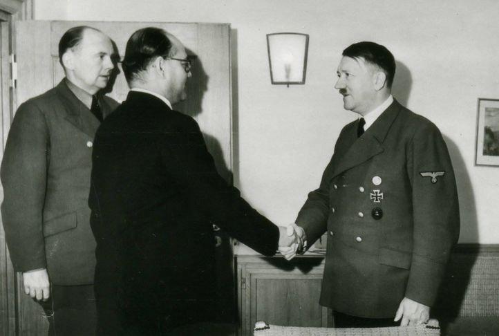 15. Netaji Subhash Chandra Bose meeting Adolf Hitler.