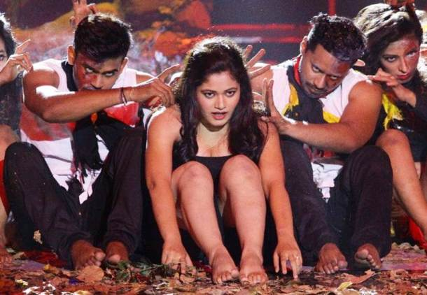 Rutuja Dharmadhikari, who gave a thrilling performance on stage, was the 13th contestant.
