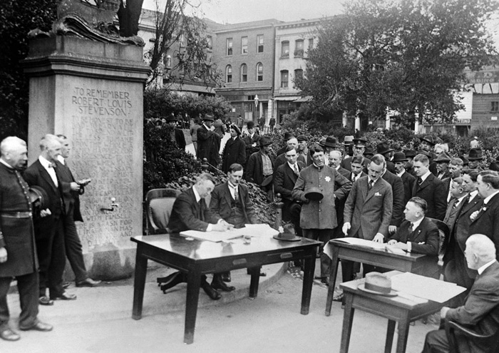9.Court is held in the open air in San Francisco in 1918. #