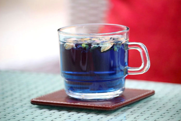 Blue Tea strengthens body's defence system and boosts immunity that guards you against common cold in general and curbs critical illness in the long run.