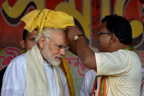 Prime Minister Narendra Modi being felicitated with a