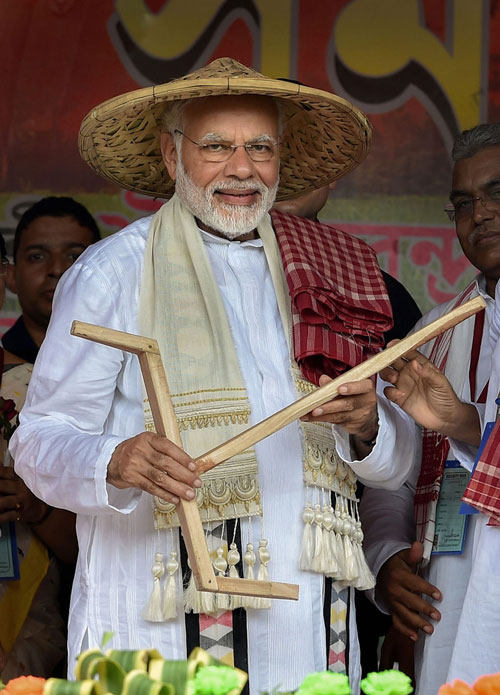 Midnapore: Prime Minister Narendra Modi being felicitated during