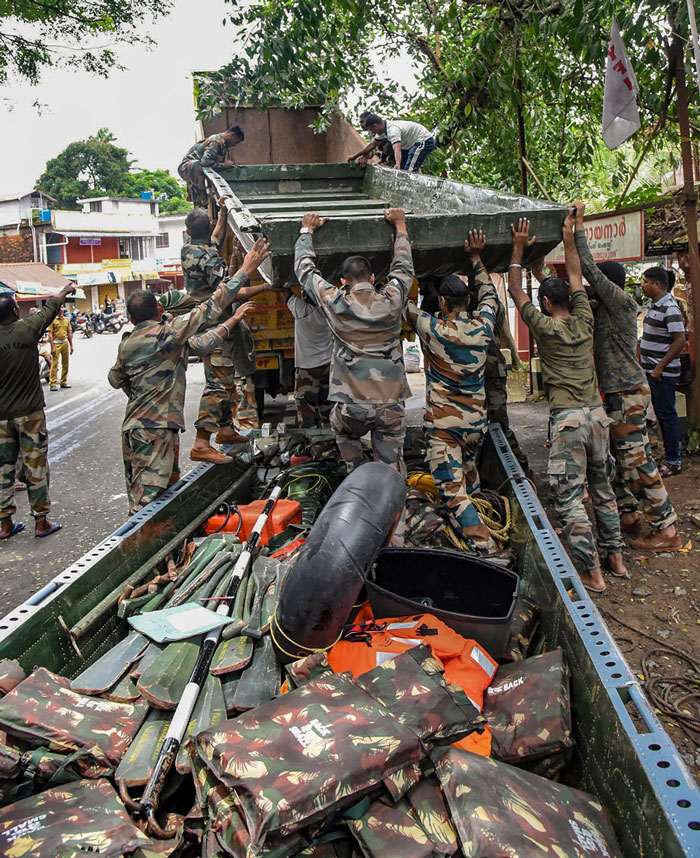 Army personnel pack up their material after carrying out rescue and relief operations in the flood-affected areas, at North Paravoor in Kochi.