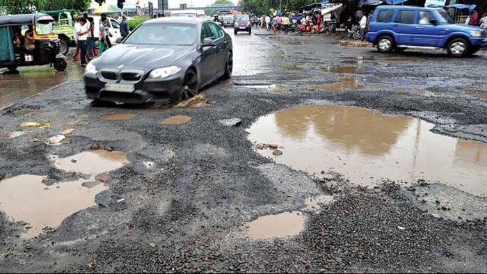 8. Help the BMC fix the Mumbai pothole situation twice!