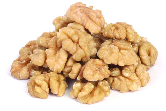 8. Walnuts are rich in antioxidants, minerals and vitamin E that promise to improve the mental alertness of the brain.