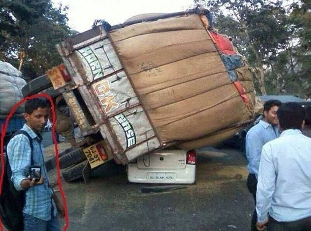 6. The one when you spot a hell load of an accident because roz roz thodi hota hai.