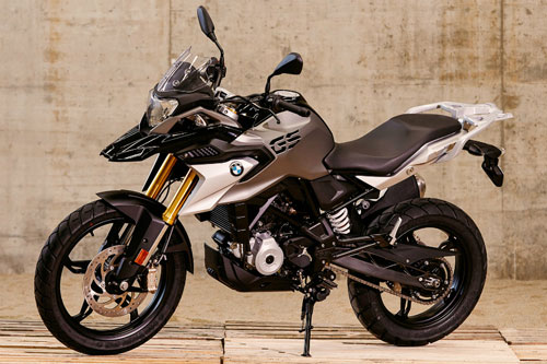 Both BMW G 310 R and BMW G 310 GS get tubular steel frames, five-spoke alloy wheels and ABS.