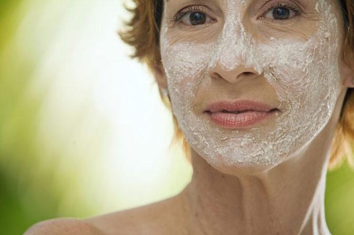 6.  The anti-fungal properties of baking soda and honey face mask are best for dealing with acne.