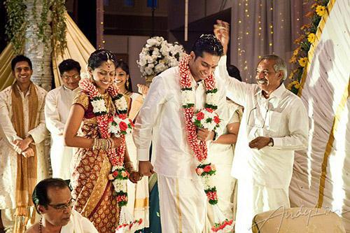 6. Malayali weddings have only 3 pheras!