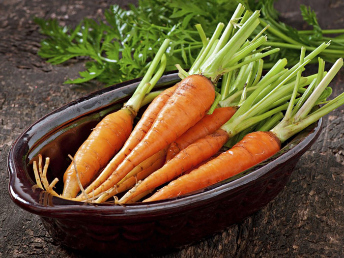 6. Carrots Even bugs bunny knew that carrots are good for the teeth. Carrots are indeed loaded with minerals and vitamins that help to strengthen your gums and teeth.