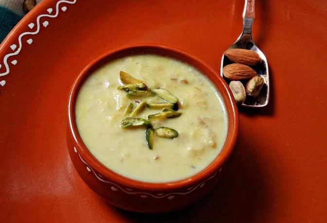 6. Give your favourite Indian dessert a fruity makeover by making Apple Kheer that is flavoursome, refreshing, healthy and delicious. Click here to see the recipe.