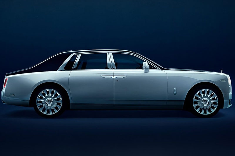 Rolls Royce Phantom: The Phantom uses the same engine as the Drophead Coupe. The price of the Rolls Royce Phantom is Rs 4 crore and it is still one of the most expensive cars that one can buy in India.