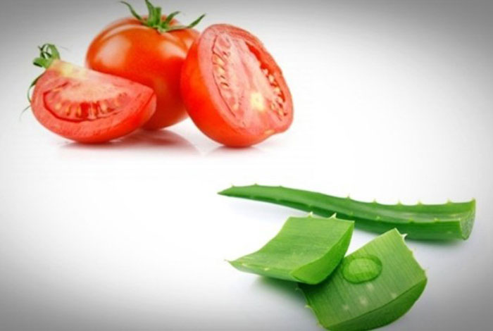 7. Try aloe vera and tomato face mask to reduce acne scars and prevent further breakouts.